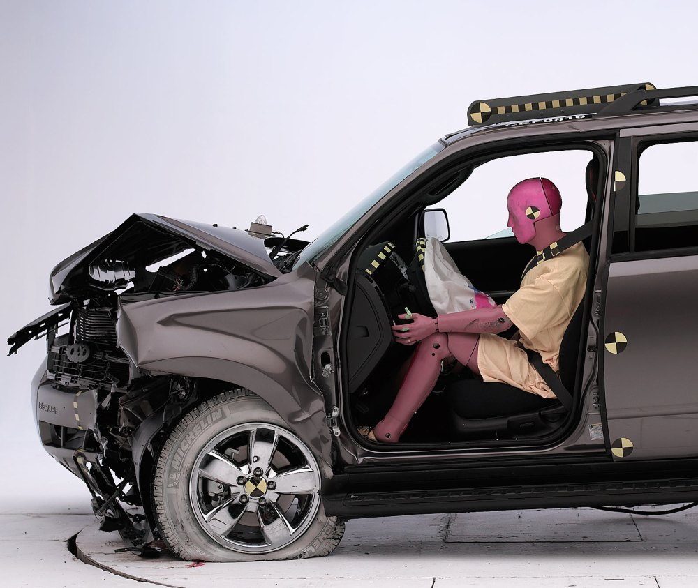 medium resolution of the dummy s position in relation to the steering wheel and instrument panel after the crash test indicates that the driver s survival space was maintained