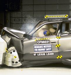 action shot taken during the frontal offset crash test  [ 1600 x 1350 Pixel ]