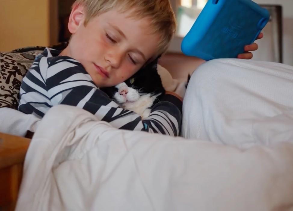 jj cuddling with dexter