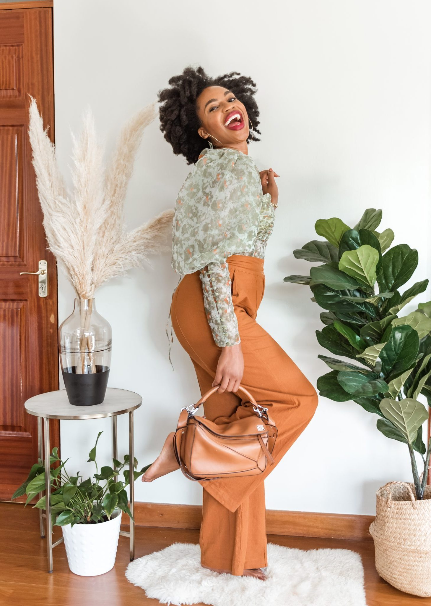 IJeoma. kola.posing and laughing - Inspirational Instagram accounts