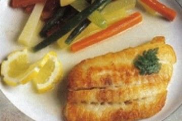 Gebakken grietfilet met groentemix en citroensap