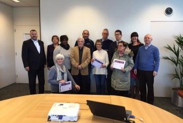 Wethouder reikt eerste certificaten Digisterker uit