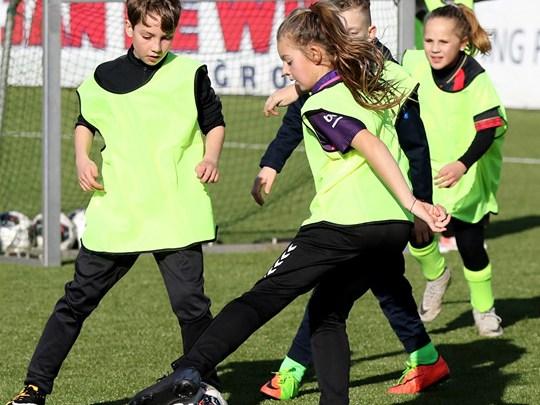 3 april Tata-Kids of Steel® Football clinic