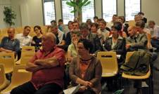 Dans le public, parents, élus locaux et représentants syndicaux