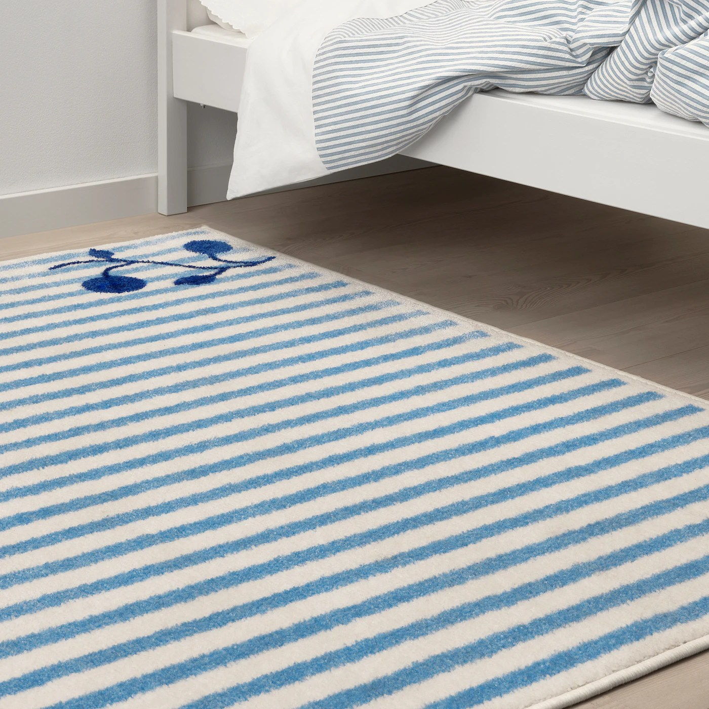 gulsparv tapis raye bleu blanc 133x160 cm