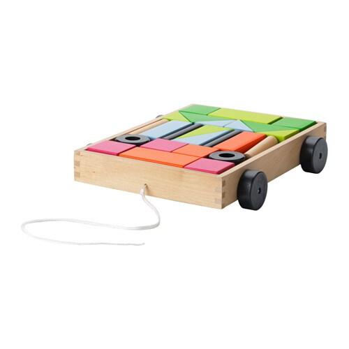MULA 24 cubos y carruaje IKEA Son del mismo color, pero no son iguales. Con estas piezas, tu hijo se divertirá aprendiendo sobre formas y colores.