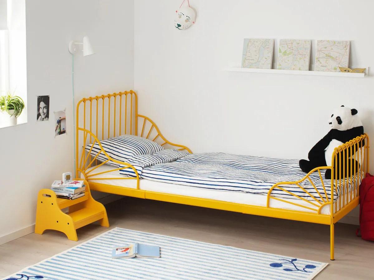 un lit et un matelas pour enfant ikea