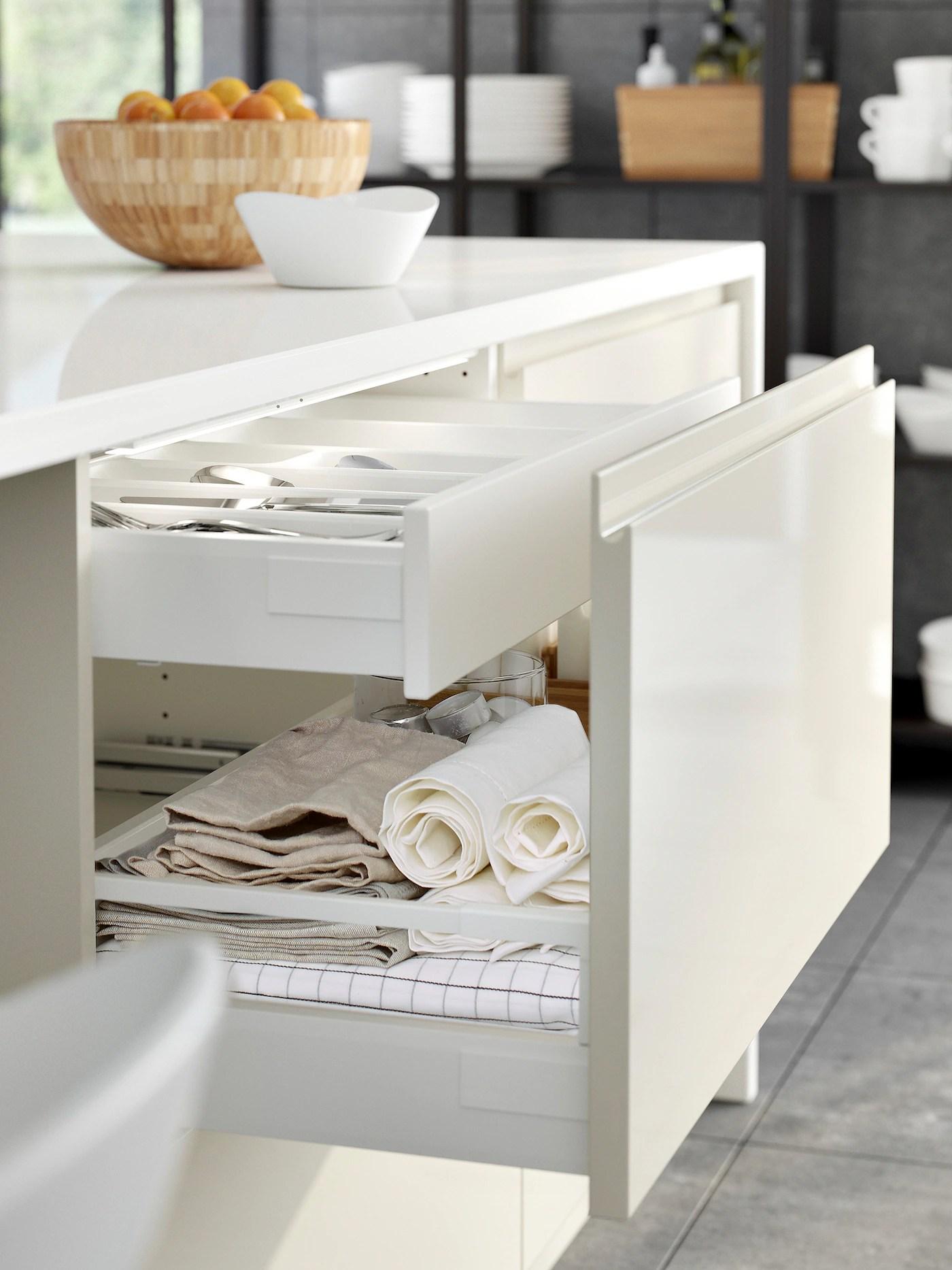 Armadio 4 ante con specchi e accessori. Cucina Voxtorp Bianco Lucido Minimalista Ed Elegante Ikea It