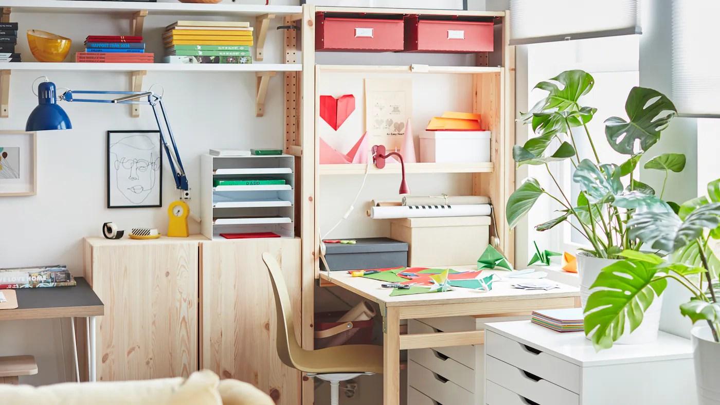 Arredamento su misura di stanza studio con scaffalatura angolare e scrivania a penisola, creando una. Come Creare Uno Studio In Qualsiasi Angolo Della Casa Ikea Svizzera