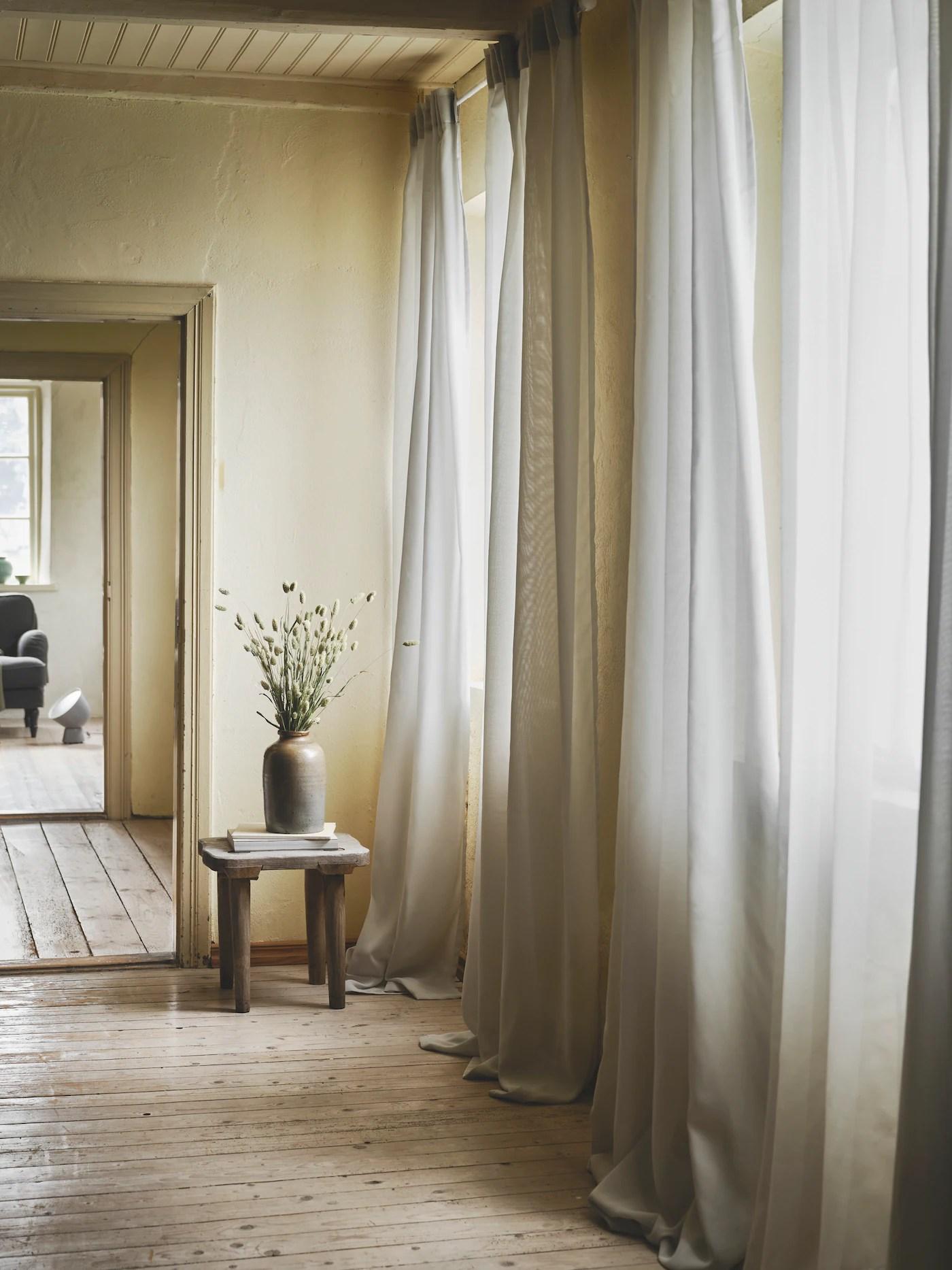 Le tende a pannello , infatti, sono utilizzabili come porte in tessuto per. Come Trasformare Le Tende In Un Divisorio Perfetto Ikea Svizzera