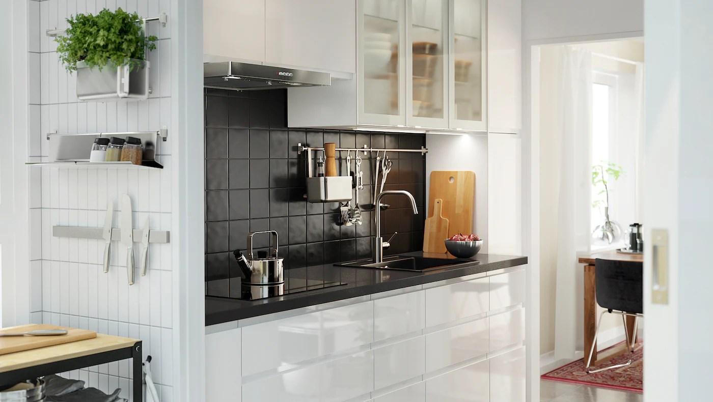 Moderne Küche in Weiß mit grafischen Formen   IKEA Deutschland