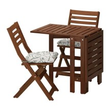pplar table and 2 folding chairs
