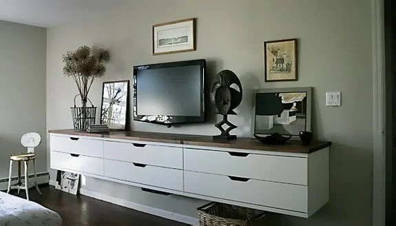 Hanging TV stand