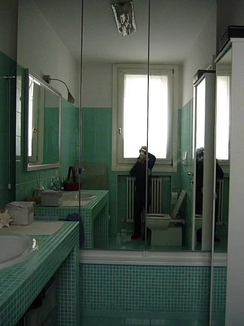Transform your unused bathtub in a wardrobe  reuse it in