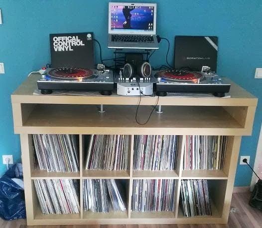 Minimalistic fast buildup DJ Console