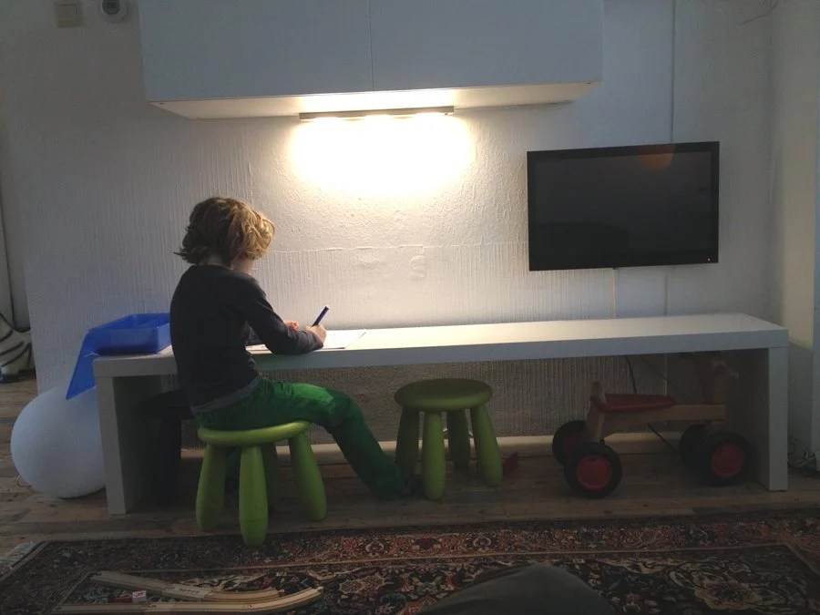 Kid's long drawing table