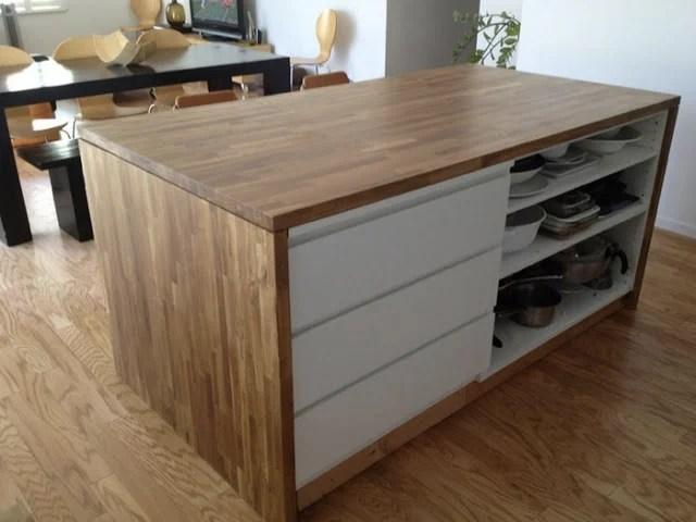 La cómoda Malm de Ikea convertida en isla de cocina
