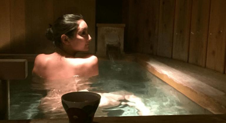 onsen singapore - Naked lady in onsen