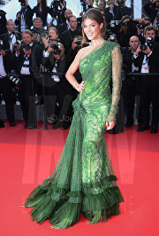 Iris Mittenaere The Beguiled Premiere Cannes Film Festival © Joe Alvarez