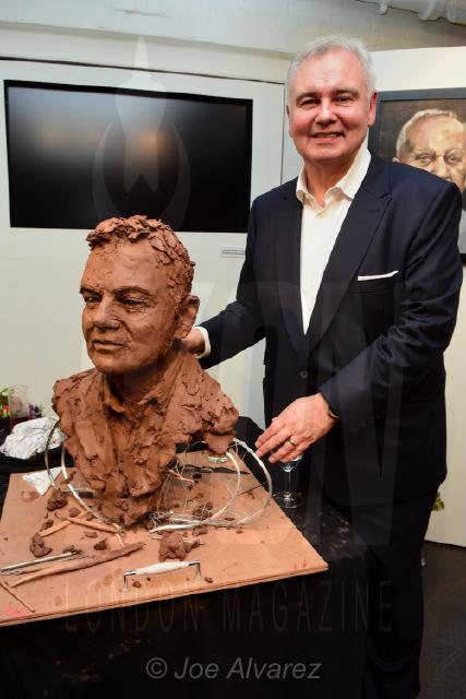 Eamonn Holmes at Frances Segelman Live Sculpting Event © Joe Alvarez