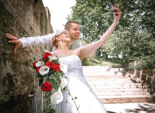 wedding_7-17_julia_max_selfie_time