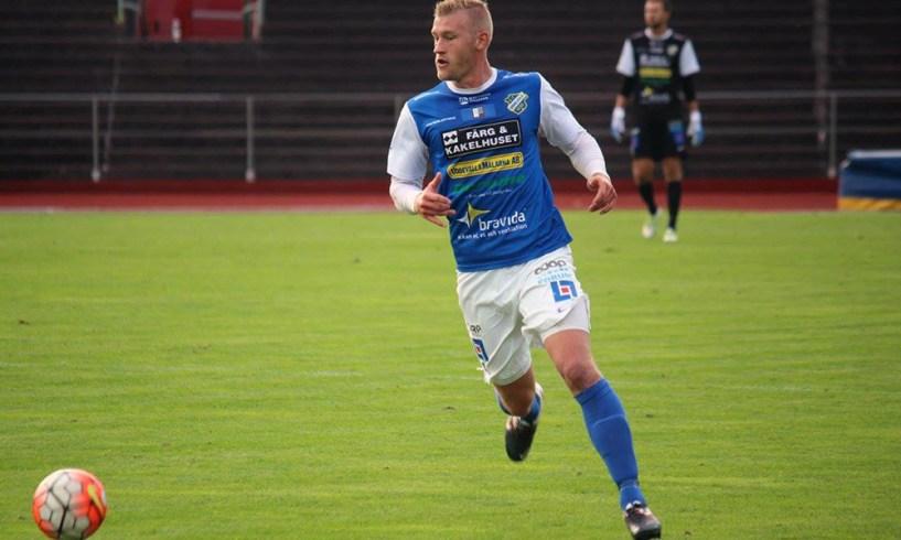 Robin Jansson var lagkapten för det blåa laget i gårdagens internmatch. Han fyllde även 25 år igår. Stort grattis från Bohus Bataljon. FOTO: Susann Sannefjäll