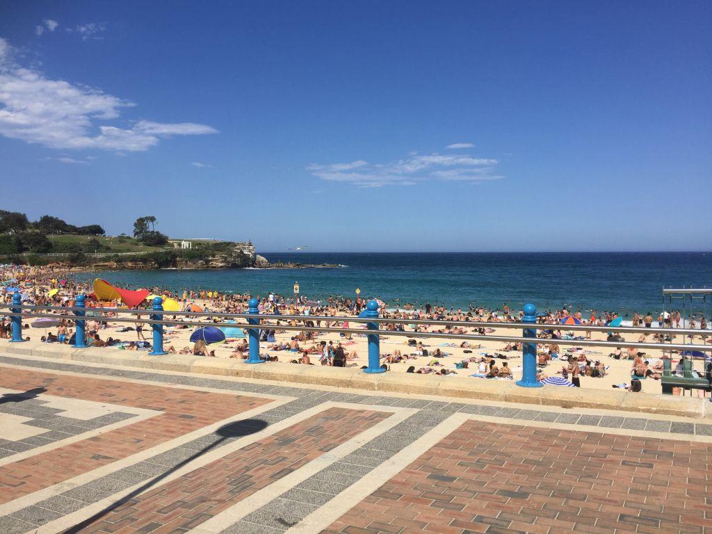 Cooggee Beach Sydney with the ocean