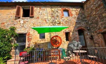 Ontdek authentiek Italië door boeken van een villa, of appartement! Voorbeeld: villa Toscane met prive zwembad, 2 slk en internet