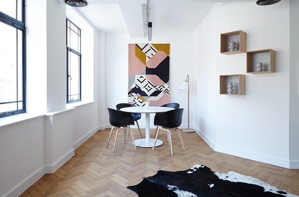 4 tips hoe je je woonkamer groter kunt laten lijken  Ik