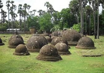 Kandarodei Kadurugoda Buddhist Temple Jaffna 1450012077 ''இலங்கையில் தமிழர்களின் பூர்வீகம் என்பது பெருங்கற்கால பண்பாட்டுடன் தொடர்புடையது''(நேர்காணல்)-பேராசிரியர் சி.பத்மநாதன்