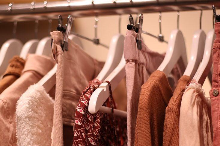 clothes hangers grucce con intagli per abiti