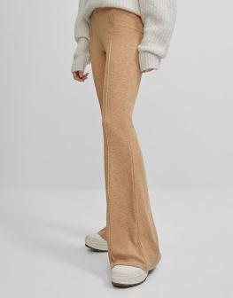 Pantaloni flare cosa sono e come indossarli