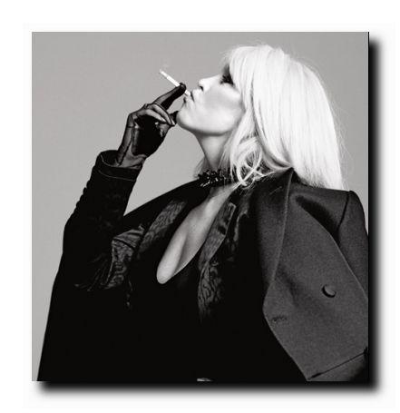 Amanda Lear foto in bianco e nero da giovane