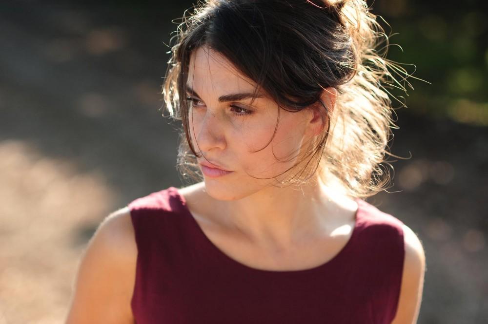 Attrice Daniela Marra che recita in Squadra Antimafia