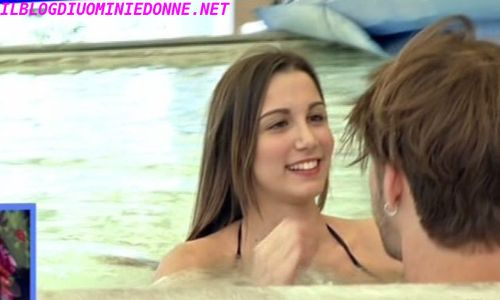 Laura Frenna corteggiatrice di Andrea Damante in piscina