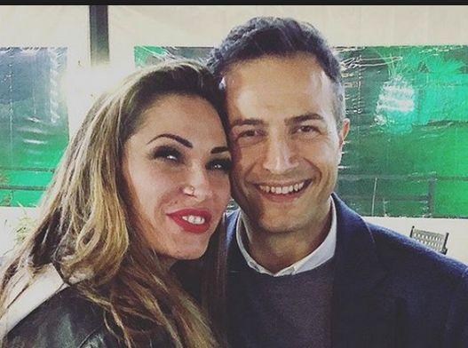 Riccardo Guarnieri e Ida Platano passeggiata romantica a Ferrara.