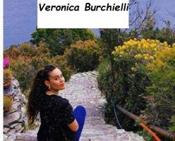 Veronica Burchielli sorride alla telecamera