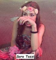 Sara Tozzi si diverte con i suoi vestiti