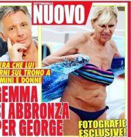 Gemma Galgani scappa in bikini al mare dai paparazzi