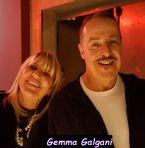 Gemma Galgani sorridente con un amico del mondo dello spettacolo
