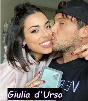 Giulia d'Urso e Giulio Raselli la coppia di Uomini e donne si bacia appassionatamente