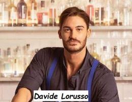 Corteggiatore di Uomini e donne Davide Lorusso nel suo posto di lavoro da Barman