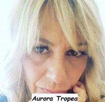Corteggiatrice Aurora Tropea del trono Over di Uomini e donne primo piano della dama