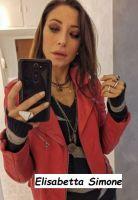 Selfie Elisabetta Simone utilizzando come riflesso lo specchio