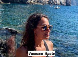 Corteggiatrice di Massimiliano Mollicone al mare in bikini