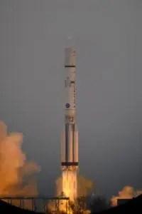 Il vettore Proton-M in partenza con a bordo il satellite TGO