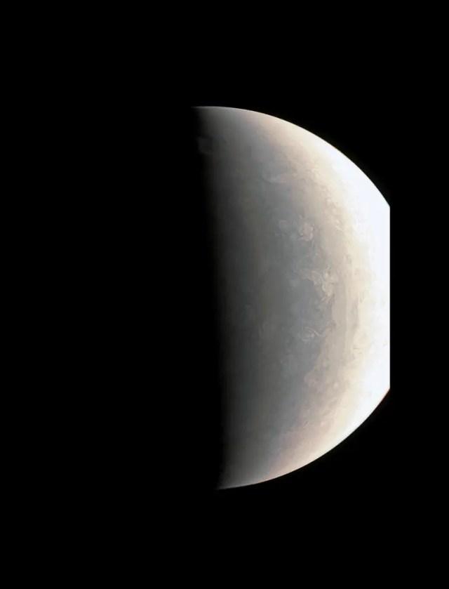 Il Polo Nord di Giove osservato da Juno durante il suo primo passaggio.