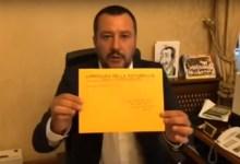 Matteo Salvini unboxing