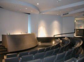 La sala conferenze del Mic, dove si tengono ogni anno importanti dibattiti sull'arte