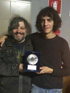 Il cantautore Motta premiato dal giornalista Federico Guglielmi al Mei 2016